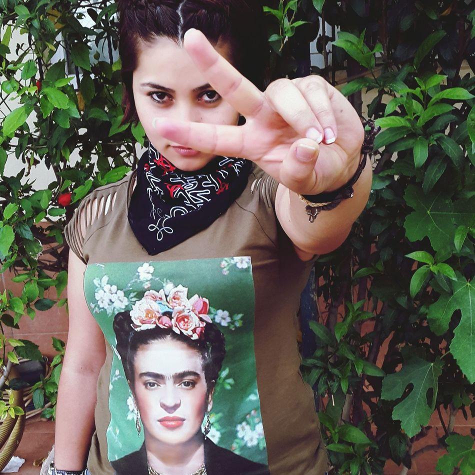 Siirsokakta yeşil Ahenk Frida Kahlo Fridakahlo