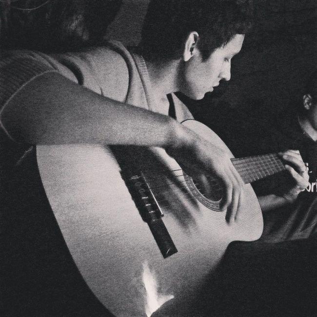 Guitar Malvaviscos Fogata Quinta noche muse playing que buenas noches