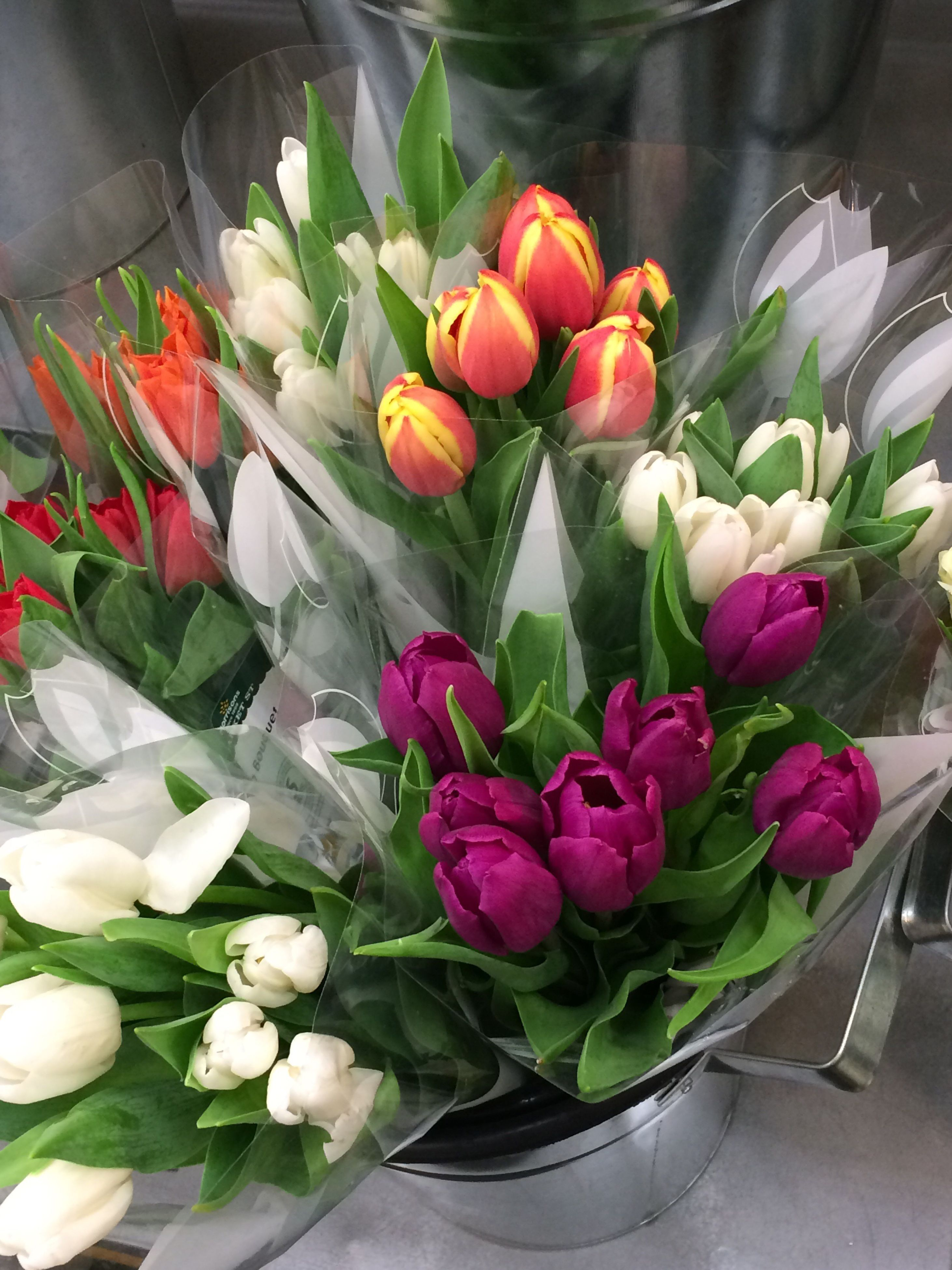 flower, petal, freshness, fragility, flower head, beauty in nature, tulip, bouquet, nature, no people, indoors, leaf, close-up, day, florist