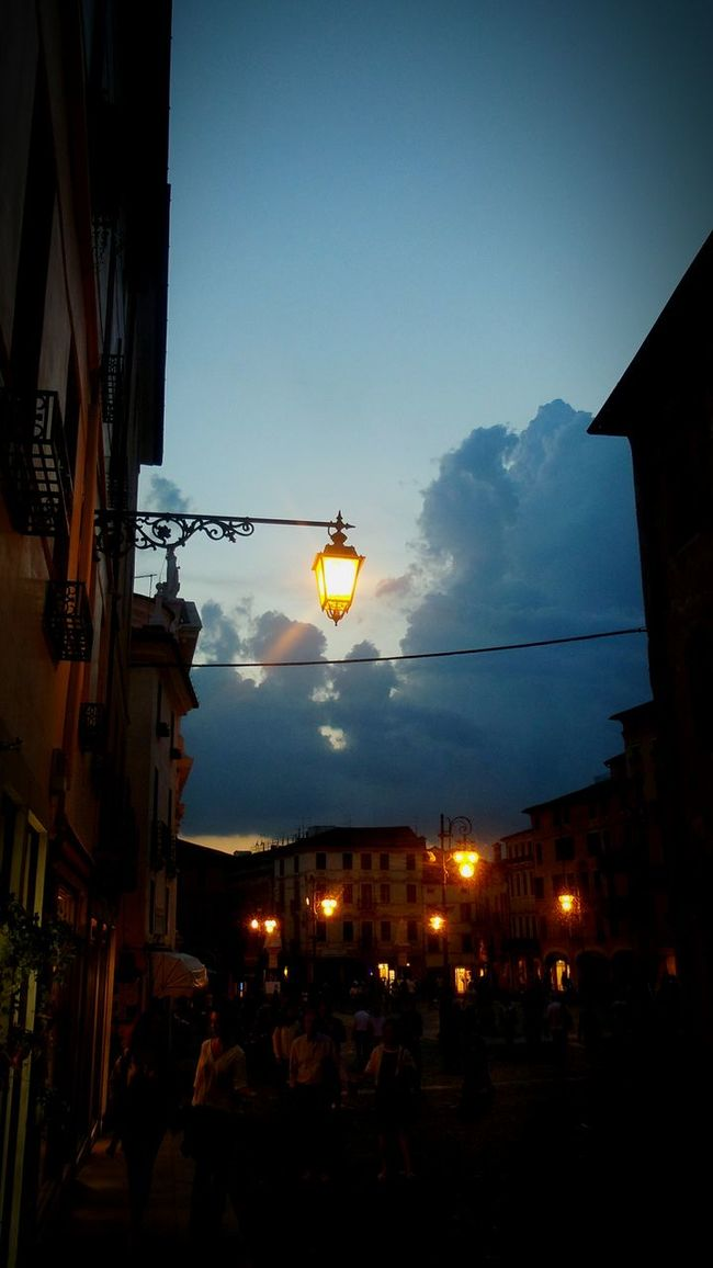 It's already Monday!! Happy week!! Lampost Monday Light And Shadow Night Lights Nightlife