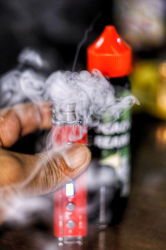 Human Hand Human Body Part Addiction Lifestyles Close-up Smoking - Activity EyeEmNewHere EyeEm Selects Be. Ready. Vape Smoke Vape Juice Vape Mod Vape Coil Cooling Off Hot VapeLife Indoors