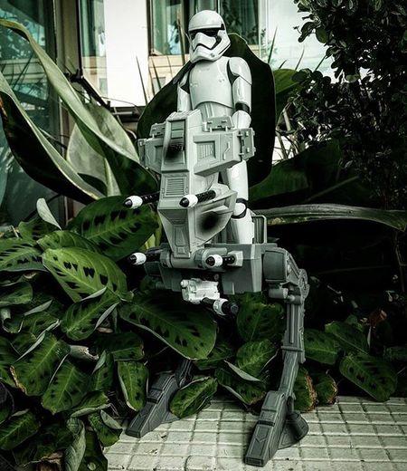 Stormtrooper Assault Walker   Presente FODÁSTICO dado pelo meu amor @debora_leviski ! Me sentindo que nem uma criança no Natal! Hahaha 😍😍😍 Stormtrooper Assaultwalker Starwars