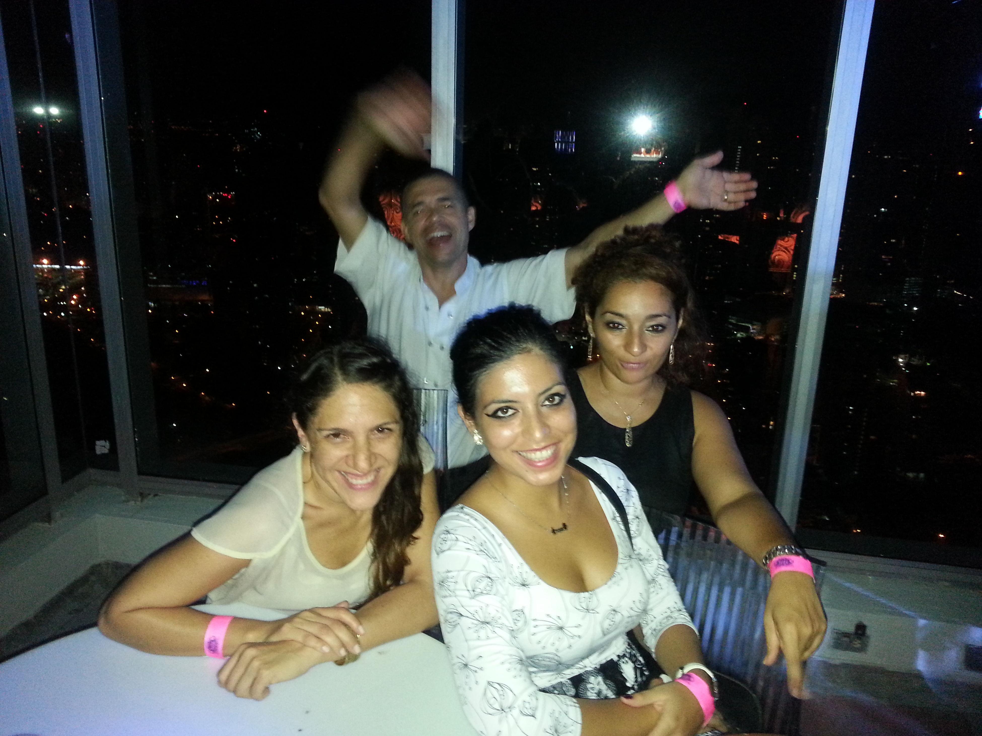 Con los amigos en noche rock and rollera! @hardrockcafepanama Ardilla Del Bosque Friends