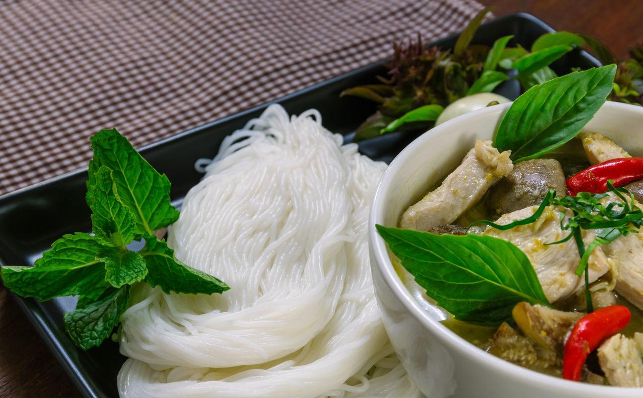 แกงเขียวหวานขนมจีน Basil Cilantro Close-up Day Food Food And Drink Freshness Green Color Healthy Eating Indoors  Leaf Mint Leaf - Culinary No People Rice Vermicelli Salad Bowl Scallion Thai Food แกงเขียวหวาน แกงเขียวหวานไก่