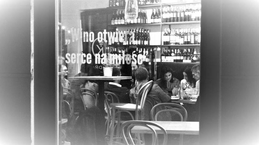 """Wine opens the heart for love"" (Ovid) Monochrome Nightlife People Real People Relaxing Time Street Photography Streetphoto_bw Streetphotography Wine Wine Moments"