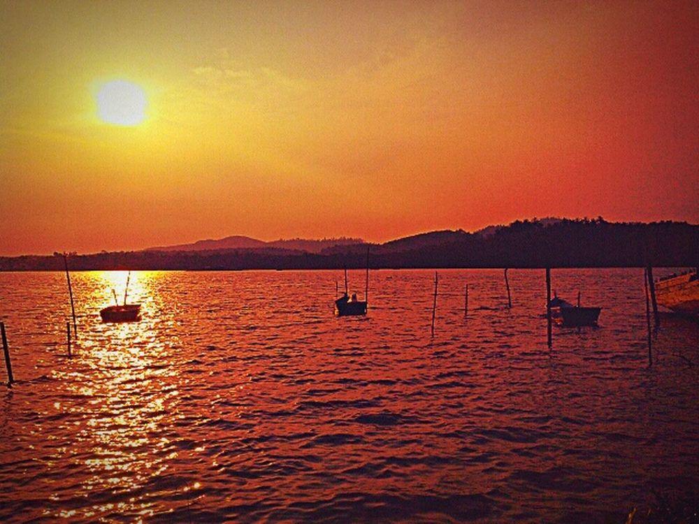 Senja  Merah Relaxing Fishing Boat Tenang