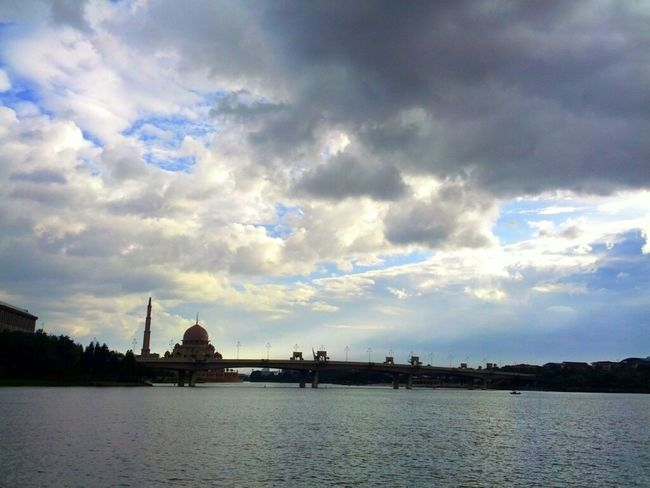 Clouds Sky Scenery Shots Mosque Panorama Cloudporn Lake Malaysia Skyporn #sunset #sun #clouds #skylovers #sky #nature #beautifulinnature #naturalbeauty #photography #landscape Sky_collection Putrajaya Malaysia Scenery