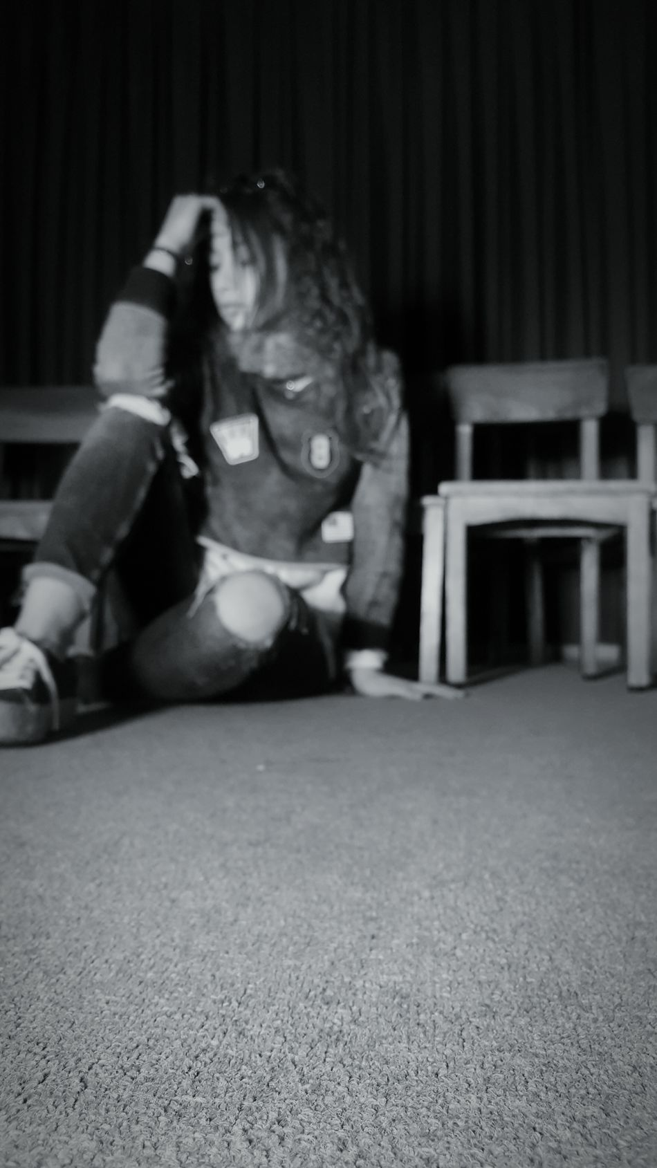Living on the shadows Me Girl Metalhead Metalheadgirl Alternative Alternativegirl Alternativemood Alternativestyle Alternativo Light Shadow Floor Chairs Sit Sitting Blackandwhite BlackEdition