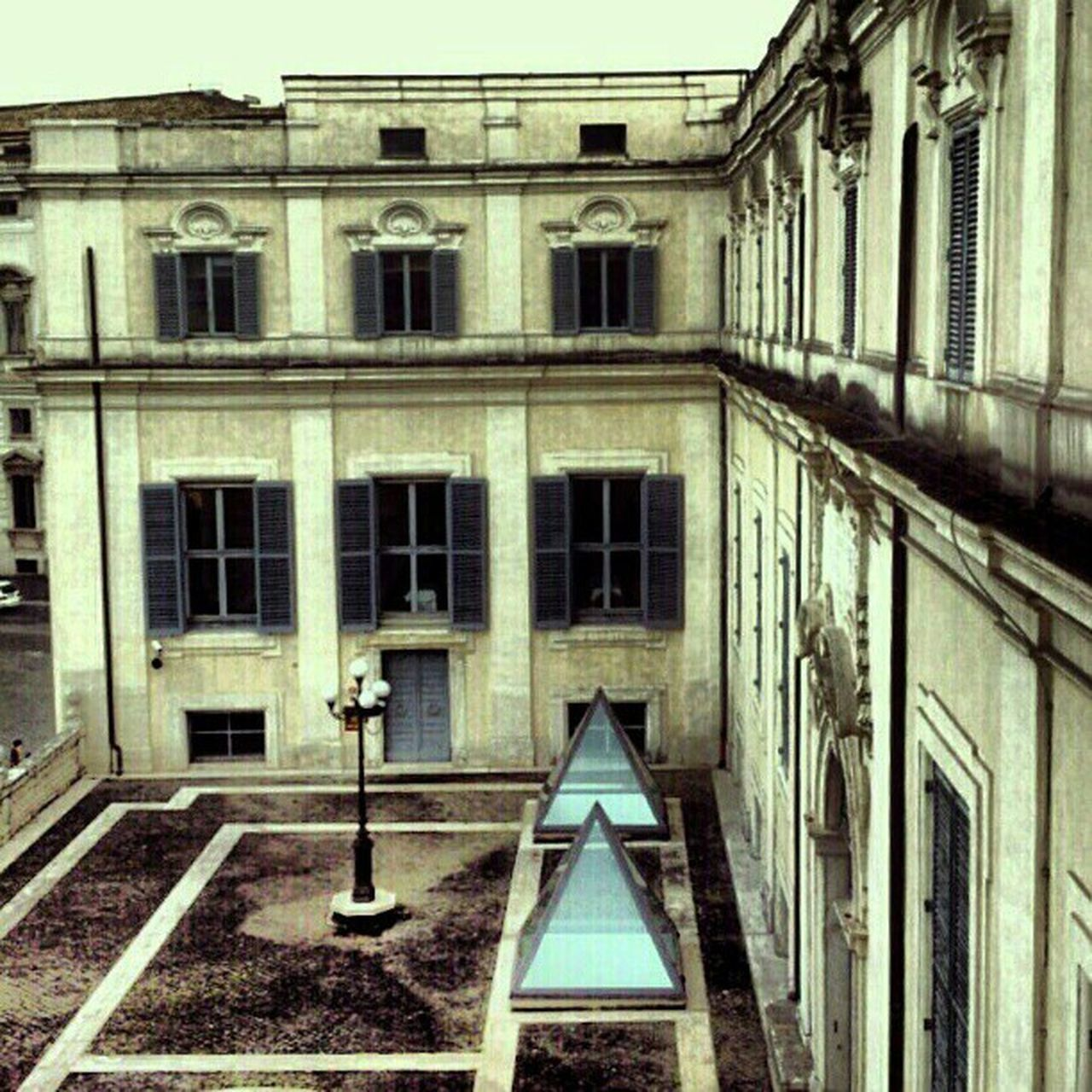 window, architecture, building exterior, built structure, abandoned, no people, day, outdoors