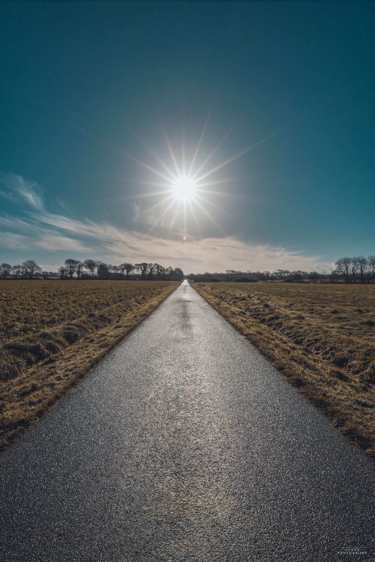 Sur la route vers le soleil The Way Forward Road Sky Nature Transportation Landscape Tranquility Scenics Outdoors Tranquil Scene Sun No People Clear Sky Day Beauty In Nature