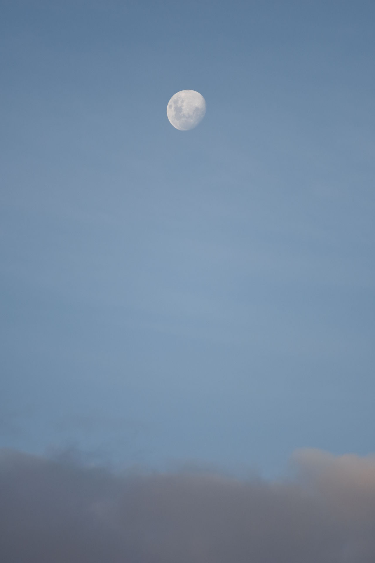 Moon Planetary Moon Low Angle View Moon Surface Sky No People Outdoors Nature Lua  Céu Nuvens Cloud