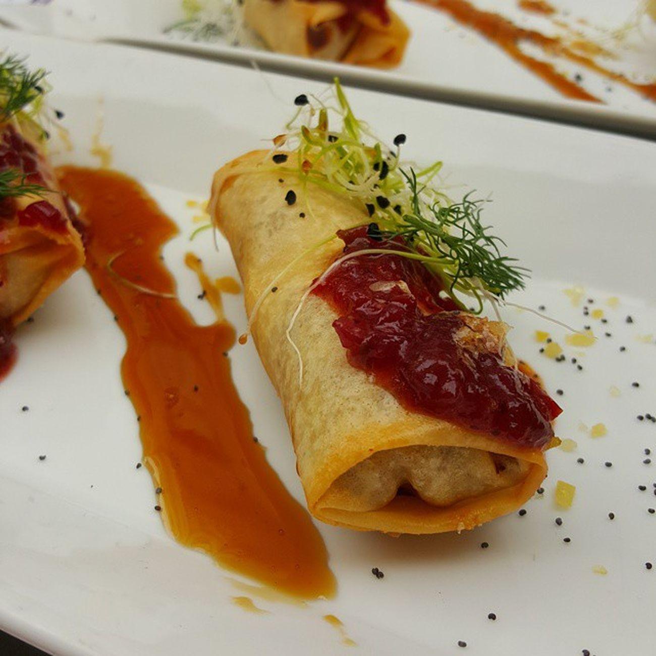 Crujiente de foie y manzana caramelizada con confitura de piperrana Yotardeo con @fehvhosteleria