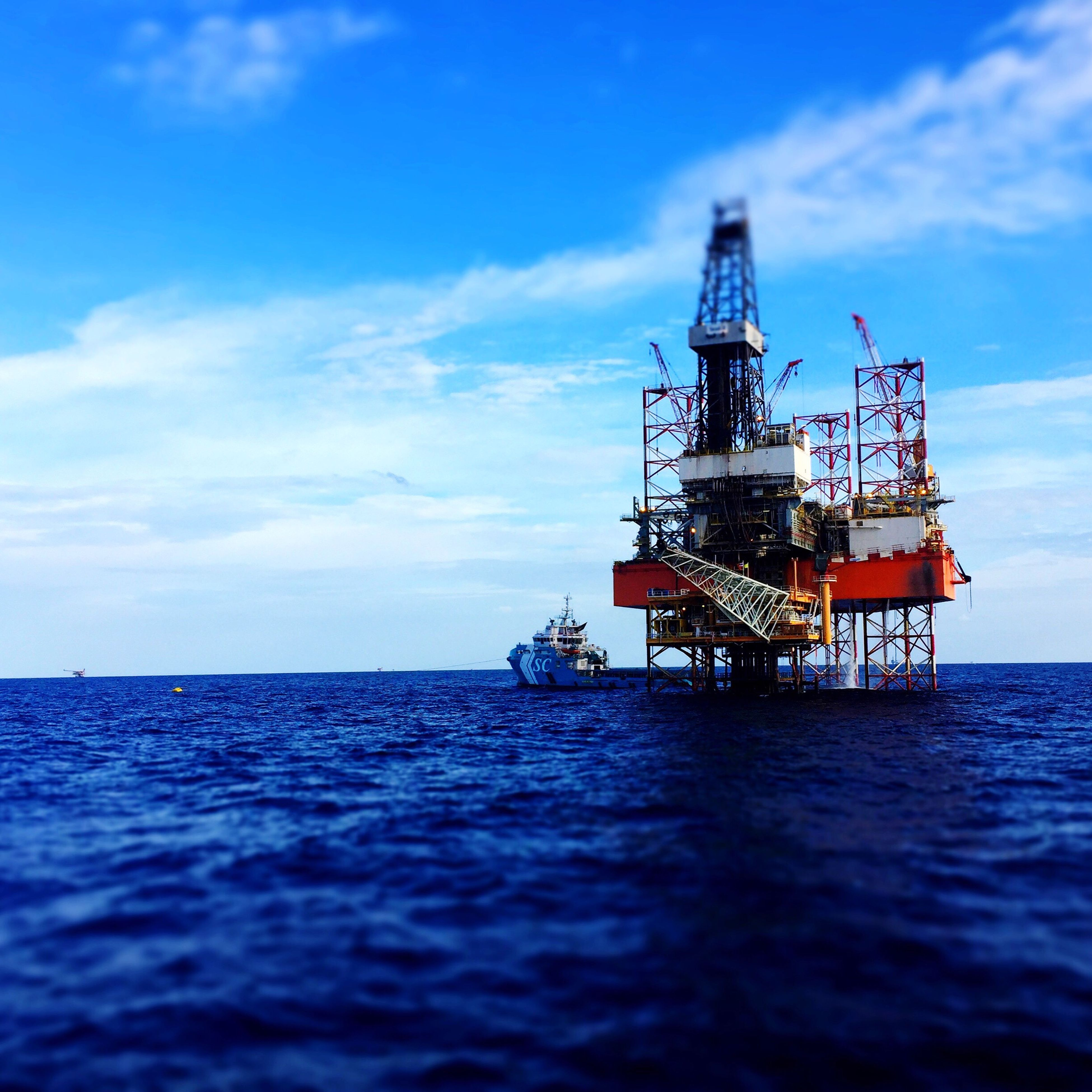 sea, sky, cloud - sky, offshore platform, nature, no people, water, built structure, beauty in nature, outdoors, horizon over water, drilling rig, architecture, day