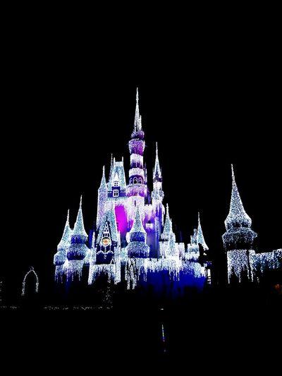 Magic Kingdom Disneyland Orlando Florida Disney Castle Vacation Time Enjoying Life Walking Around Doyoulikeit?