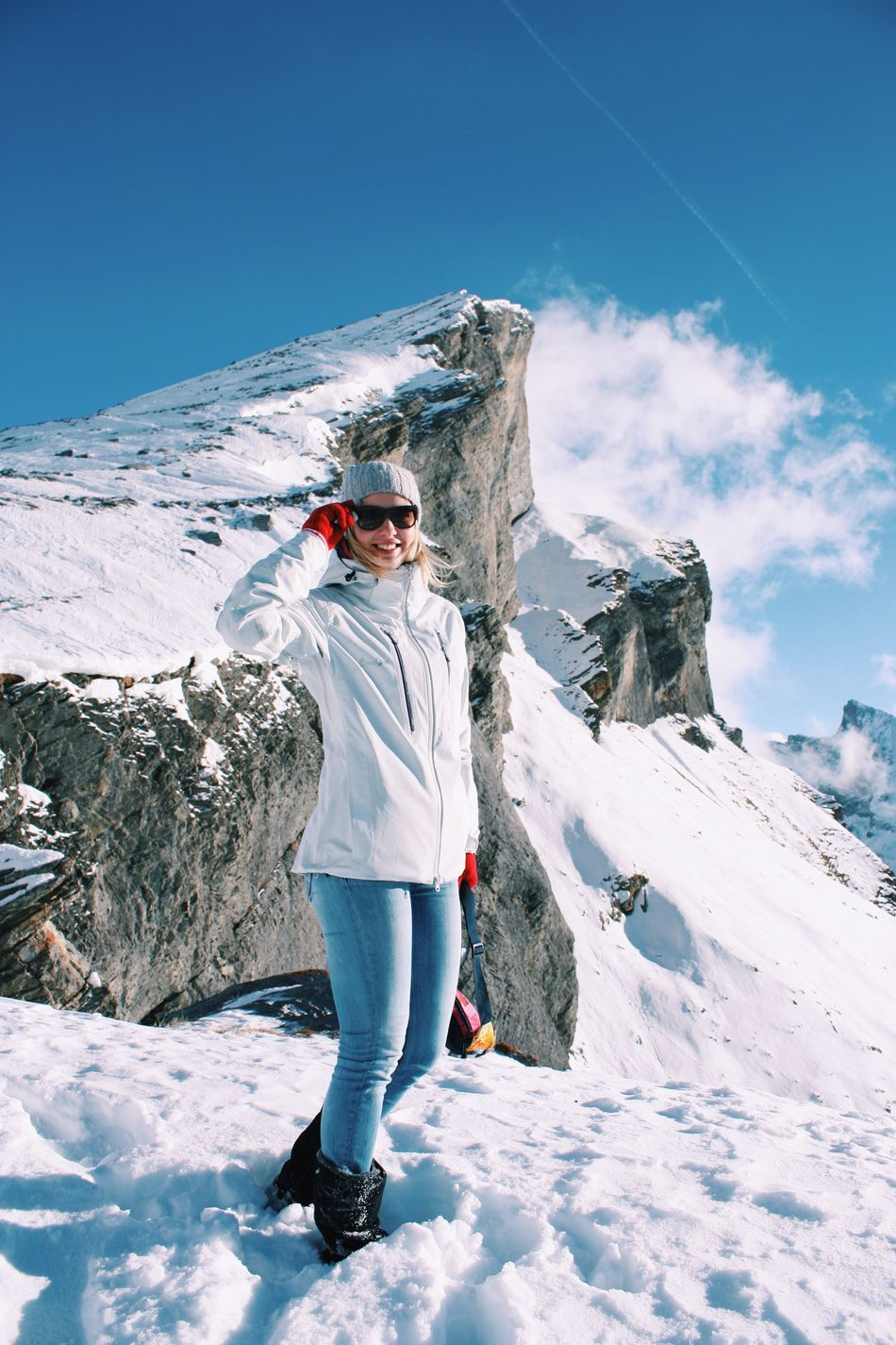 Snow Winter Cold Temperature Season  Full Length Leisure Activity Weather Lifestyles Sky Mountain White Color Tranquil Scene Snowcapped Mountain Sport Tourism Nature Tourist Non-urban Scene Beauty In Nature