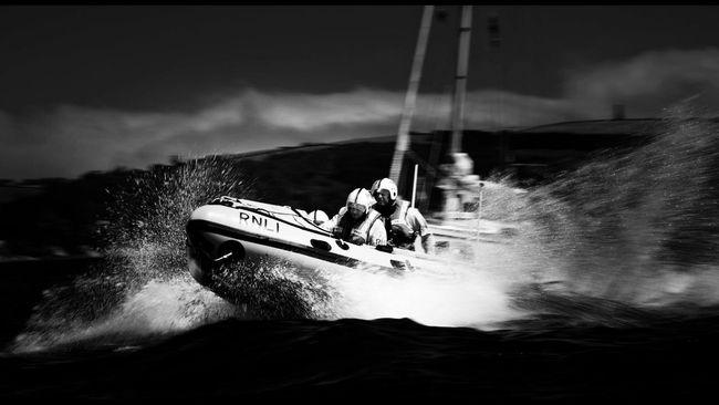 RNLI D class (Spirit of the Dart) Dartmouth Lifeboat on exercise off Dartmouth. RNLI Lifeboat Exercice Lifeboat dartlifeboat Sea Seaside Savinglives Boat Powerboat @team