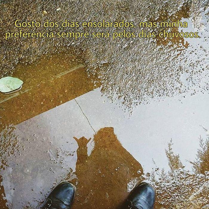 Gosto dos dias ensolarados, mas minha preferência sempre será pelos dias chuvosos. Porque amo a chuva. Amo ouvir o barulho das gotas caindo no telhado. Amo aquele cheiro gostoso de terra molhada. Tenho a sensação de que, as gotas de chuva são lágrimas quem vem dos céus para purificar a Terra e as pessoas... 💛🌦🌧 Suasfotografiasb Suafotografia Vscograde Fotografiaks Vscogangsta Gradefotografica