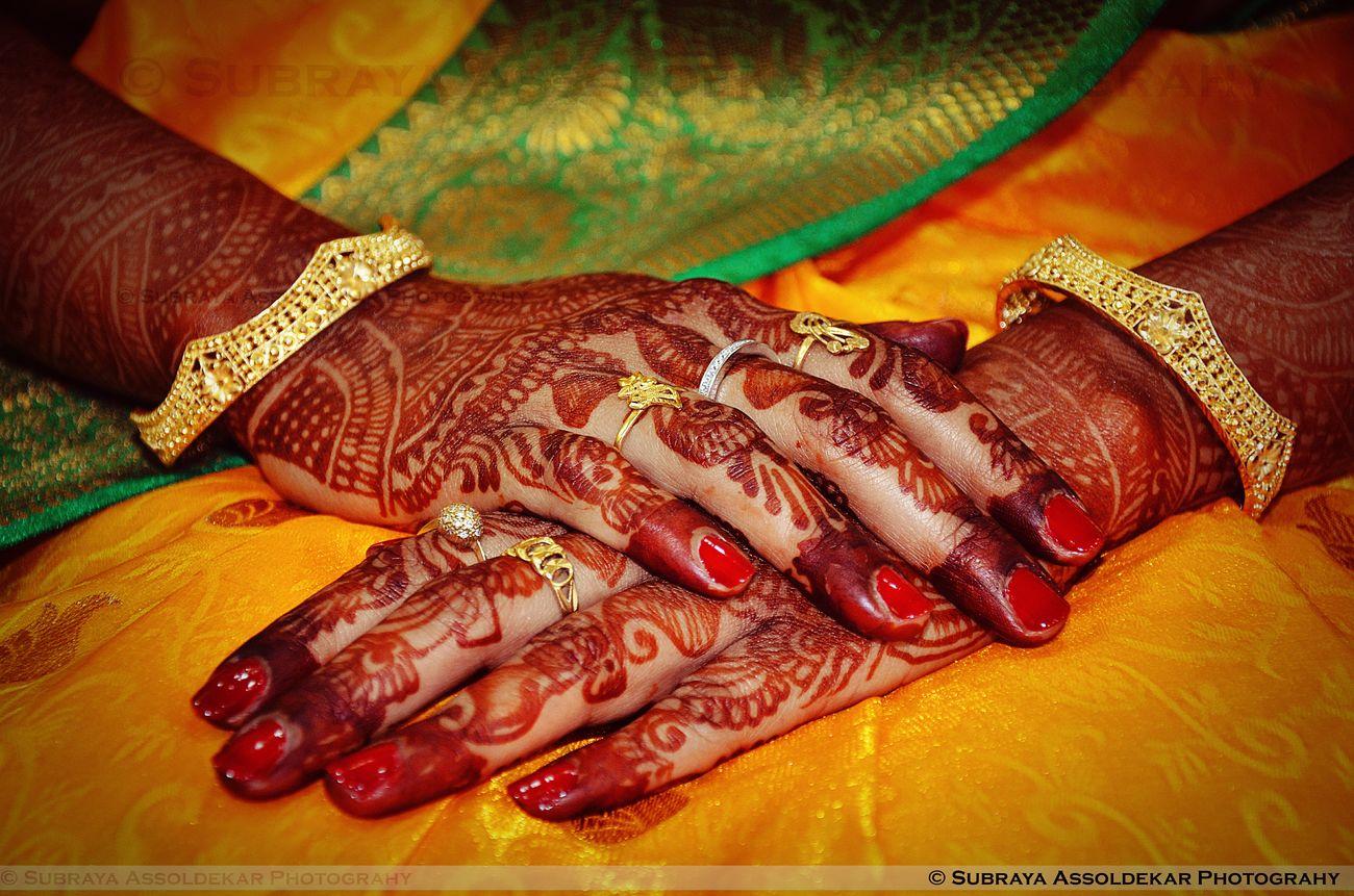 Beautiful Wedding Bride Close-up Bangle Wedding Ceremony Celebration Life Events Weddingphotography Mehandi  Mehandi Ceremony IndianWedding Indianbride Jewellery Bridalwear Best EyeEm Shot Best Eyeem Pics Details Weddingphotographer Ring Weddingring