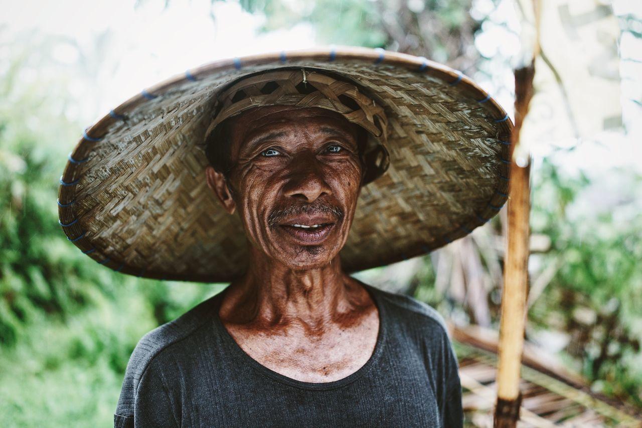 Portrait Portraits Portrait Of A Man  Man Indonesian Balinese Old Man Farmer INDONESIA Bali Blue Eyes Asian  Rural Worker Showcase: February The Portraitist - 2016 EyeEm Awards The Portraitist - 2017 EyeEm Awards