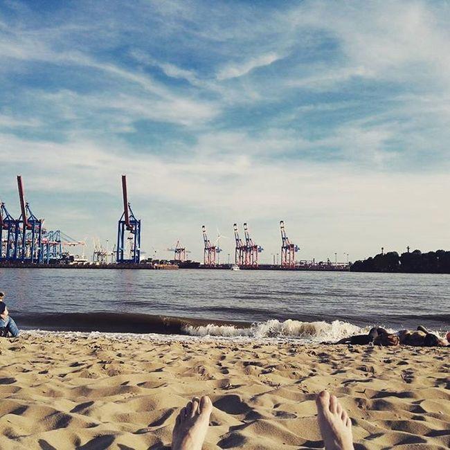 Sommer, Sonne Elbstrand!! 🍺🍔🌻🌅 Elbstrand Hamburg Sommer Lässt Sich Mal Wieder Blicken Sun Sunglasses Summer Mycity Relaxing Do NOthIng Enjoy The Sun