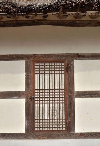 Traditional door / Korea . About 200 years ago. Architecture Built Structure Pattern Hanok Woodn Korea Tradition Building Exterior Architecture EyeEmNewHere
