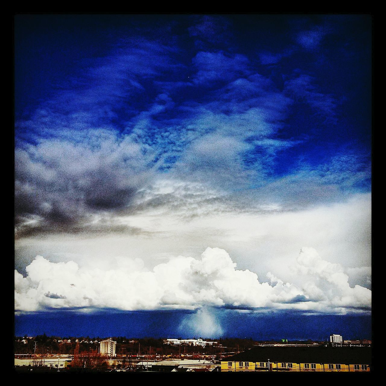Taking Photos Dark Visual Poetry ~ Portlandia Skyporn Sky And Clouds Under The Raincloud Pacific Northwest  Roofninja Natureporn