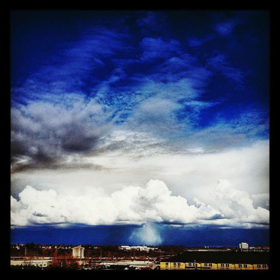 Taking Photos Dark Visual Poetry ~ Portlandia Skyporn Sky And Clouds Under The Raincloud Pacific Northwest  Roofninja Natureporn