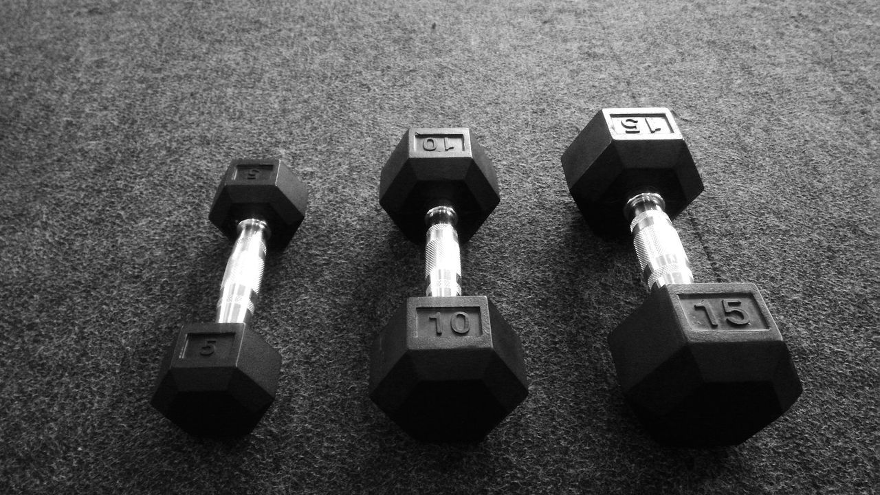 Close-up Dumbbells Weightlifting Weight Exercise Eyeem Exercise Fitness Black & White Black And White Black&white Black And White Collection  Noir & Blanc  Noiretblanc Lieblingsteil Gym