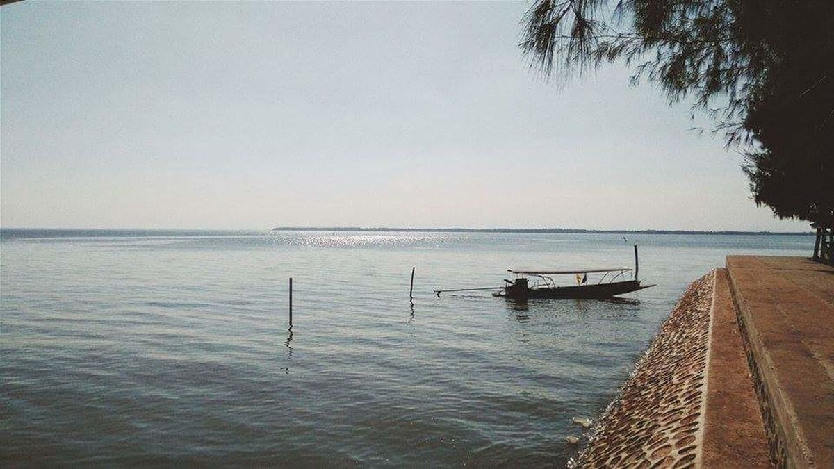 Bay Riverside River Backwater Background Boat Gulf Of Thailand Relax Time  Reflections In The Water Water Surface Photography Color Photography Horizontal Silhoettes And Trees Sunset Nature