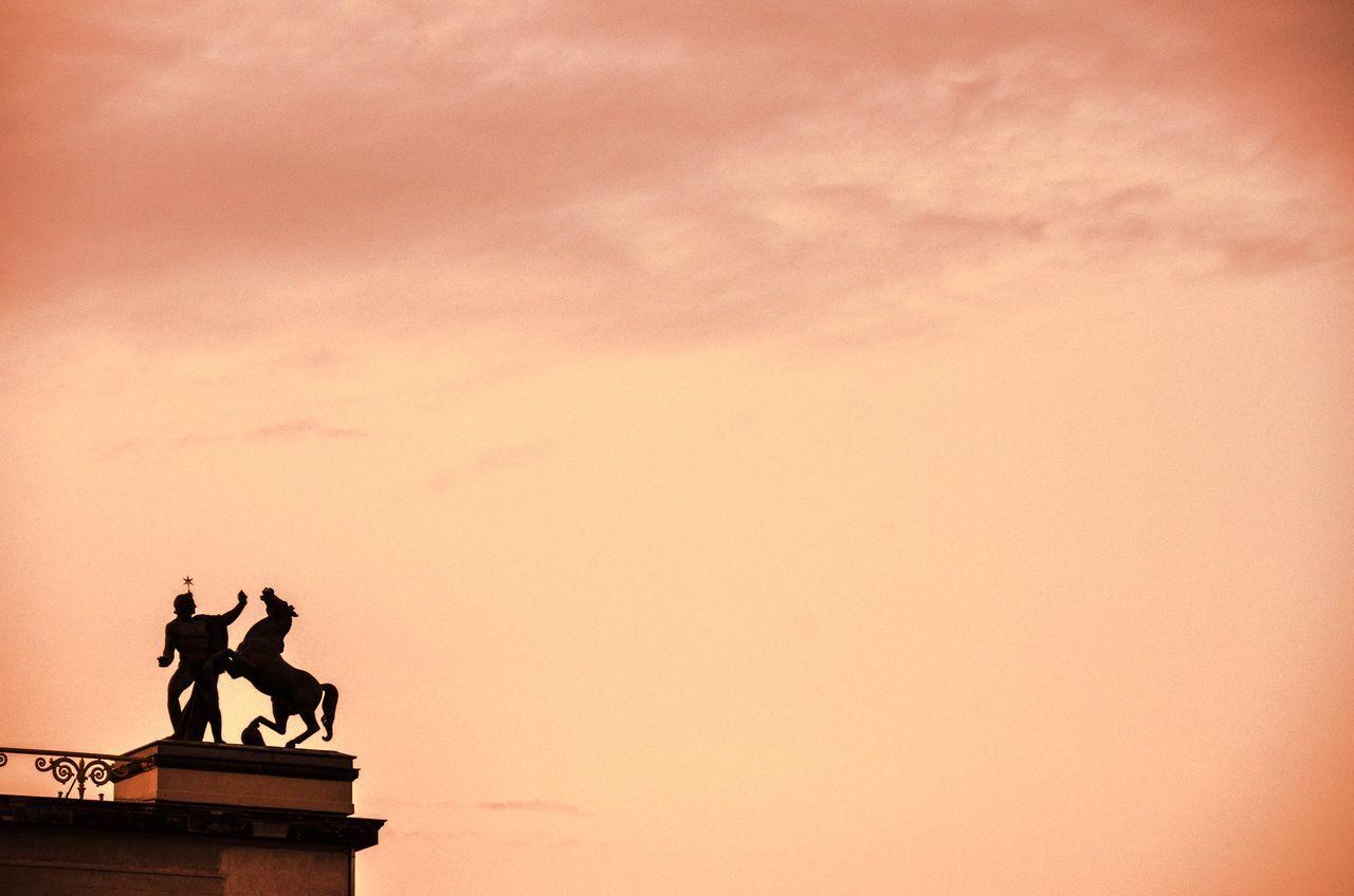 Atardercer Esculturas Y Estatuas