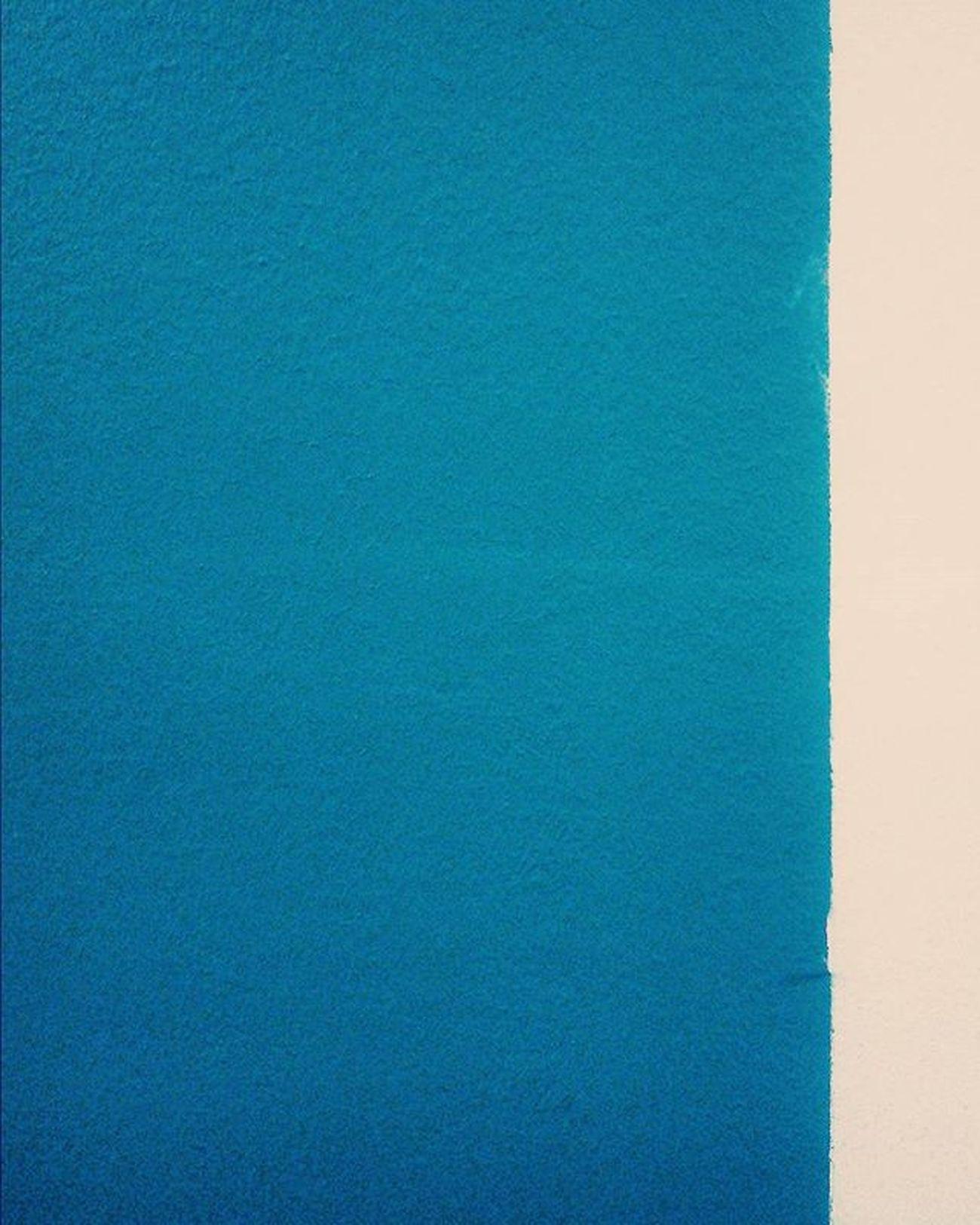 آبی در سفید