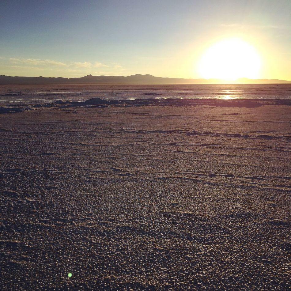 Uyuni/Bolivia Sun Sunrise Bolivia Uyuni Salar De Uyuni Trip Travel ボリビア ウユニ塩湖 ウユニ 旅 海外 海外旅行 絶景 朝焼け