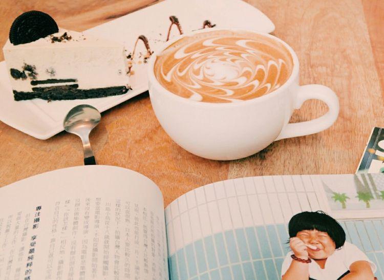 吃吧,下午茶配川島小鳥。 吃吧 Chiba Coffee Latte Afternoontea Orio Cheese Cake 川島小鳥 Dessert