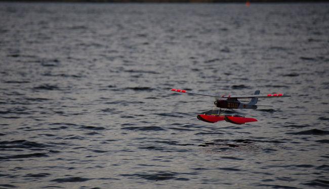 Landing Landung Modellflugzeug Outdoors Wasserflugzeug Water Waterfront Waterplane