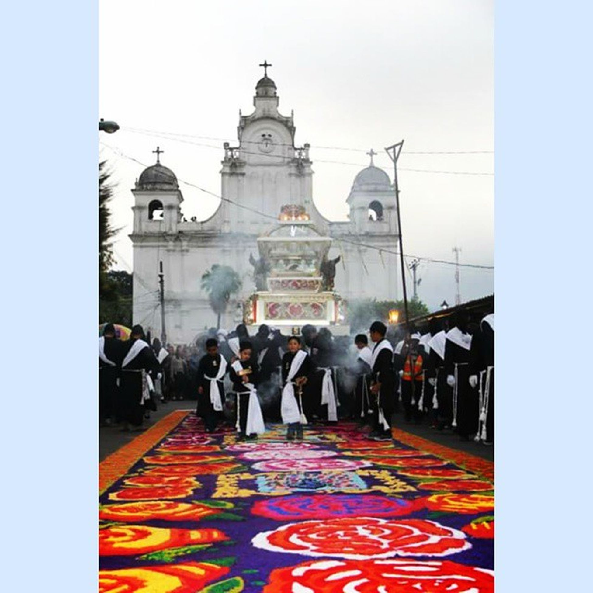 Salida del Santo Entierro desde Iglesia Dolores. HSEIzalco