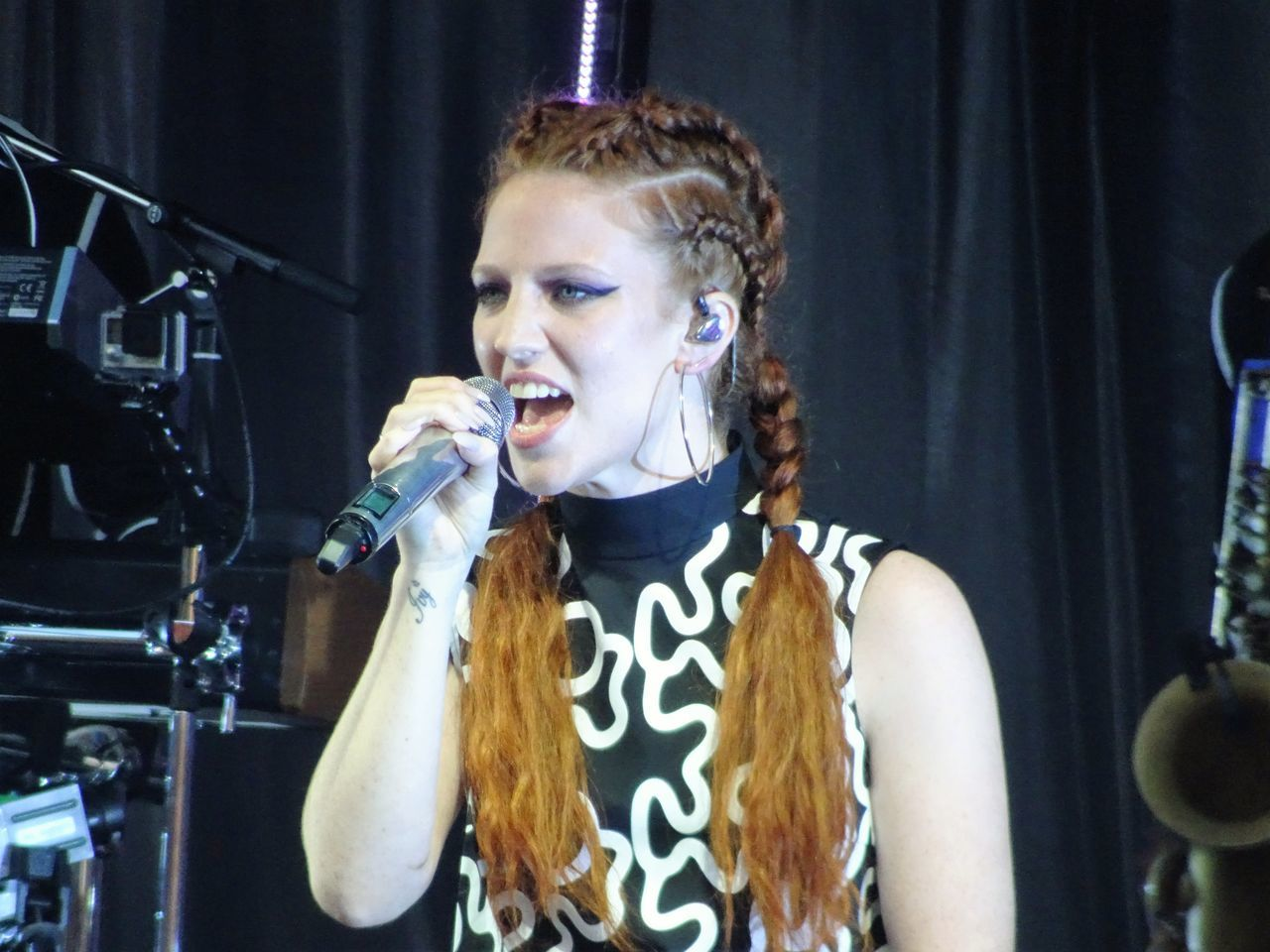 Concert Entertainer Jess Glynne Performed Pop Music Redhead Singer  Woman