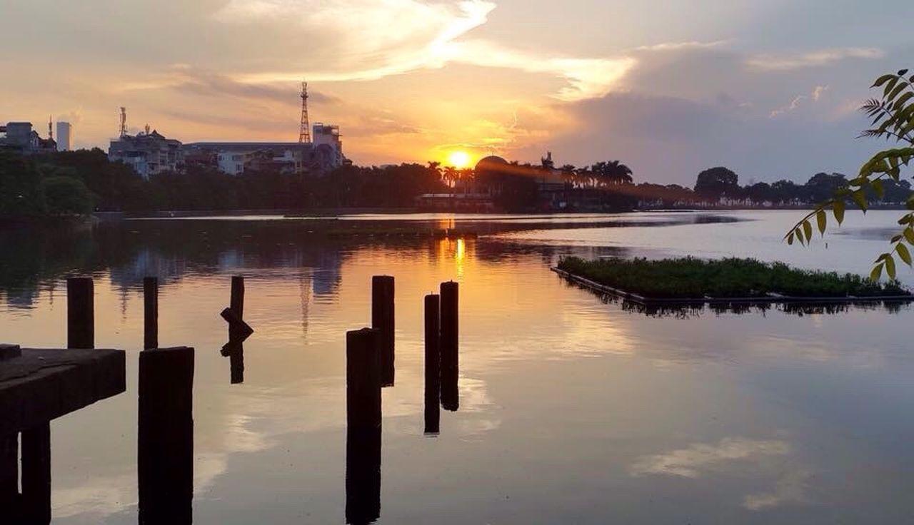 Amateur Photographer Hanoi, Vietnam Truc Bach Lake, Hanoi Sunset, Truc Bach, Vietnam I Love Vietnam