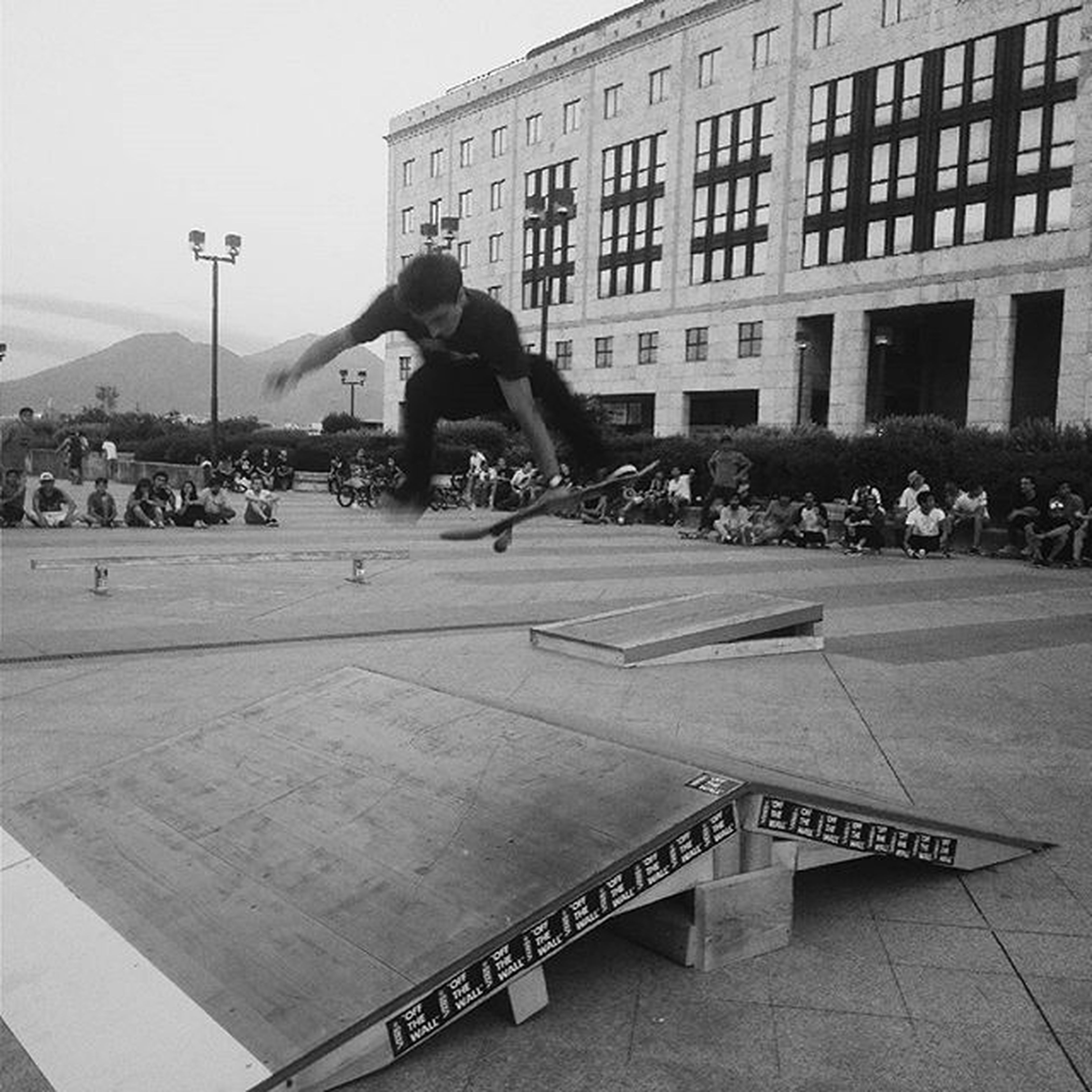 Sul nostro blog (escvpeprjnapoli.blogspot.it) puoi trovare la nostra analisi sull'evento NoiDiGiù GiugnoGiovani di martedì 30 giugno. VansNapoli VansContest Skate Napoli @escvpeprjnapoli