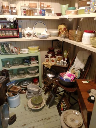 Shelf Indoors  No People Variation Reminiscing Antiquing Is A Verb Things If Yesterday Days Gone By Antique Mall Vintage Shopping Vintage Moments Antiques Market Antiques Antique Shop Collectibles Retail  East Liverpool Ohio