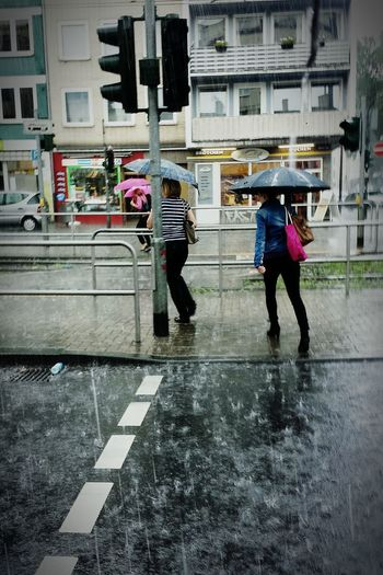 Up Close Street Photography Rain In Cologne Cologne Rain Scenics Regen Weather Unwetter
