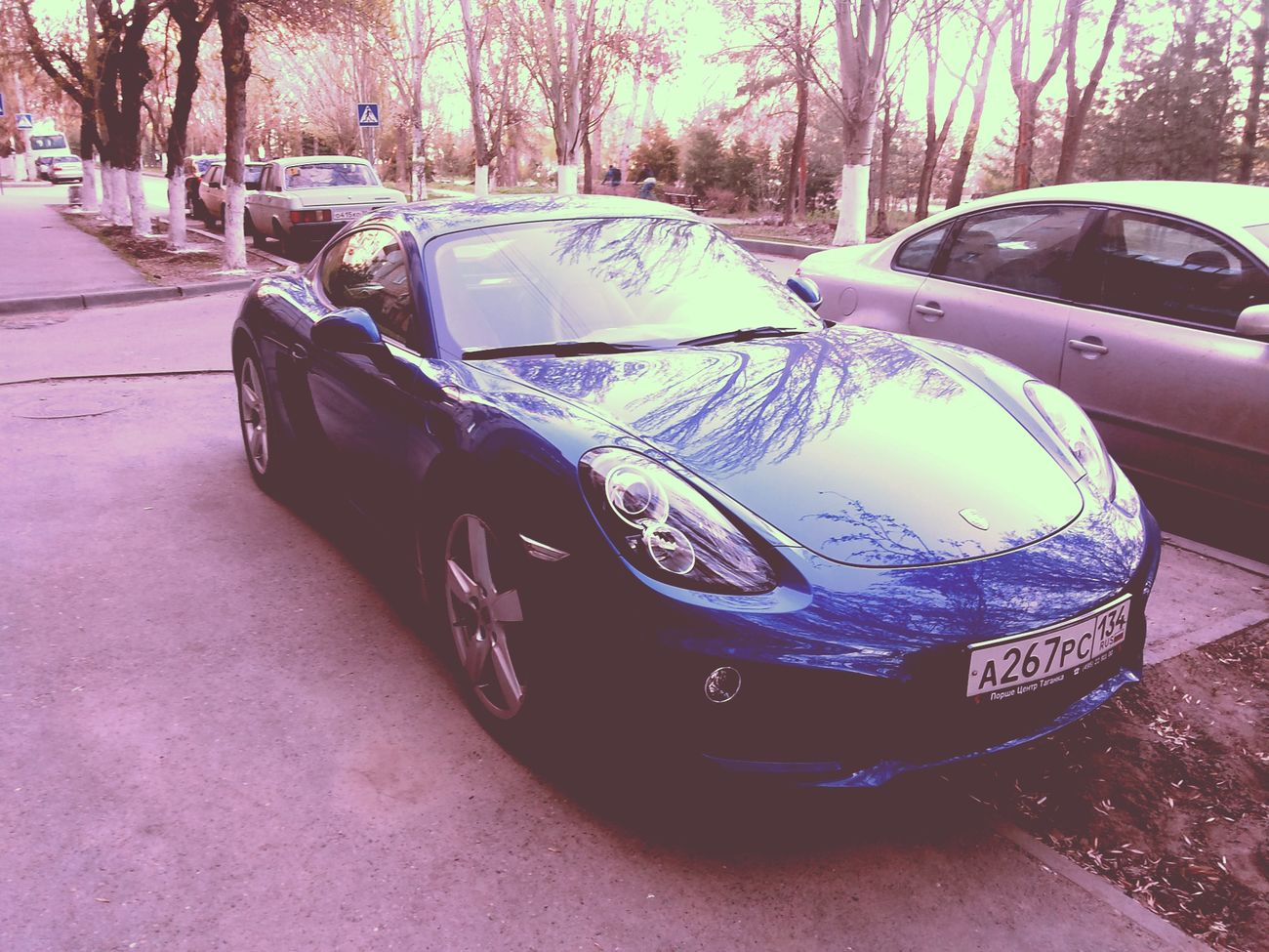 Porshe Cayman Lonely Car