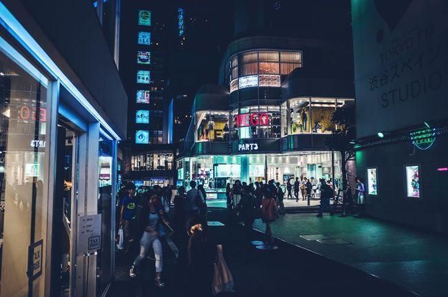 Street Photography Drastic Edit Creative Light And Shadow Everybodystreet EyeEm Gallery Cityscapes Night View Urban Lifestyle EyeEmBestPics Shibuya