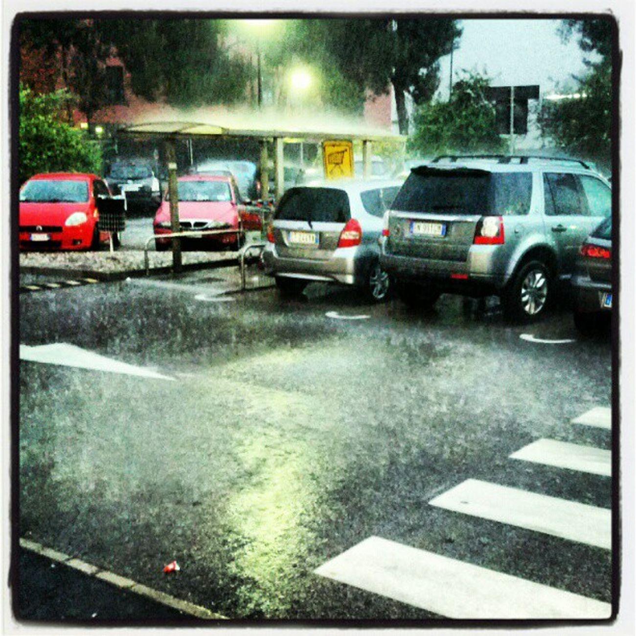 Bloccato dal nubifragio #rain #secontinuacosìsiguastailtempo Rain Secontinuacosìsiguastailtempo