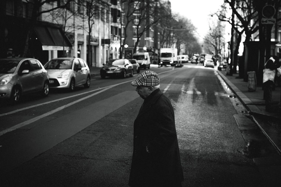 parisien. Black And White EyeEm EyeEm Best Shots Old Man Paris Paris, France  Street Street Photography Streetphotography The Week Of Eyeem Welcome To Black