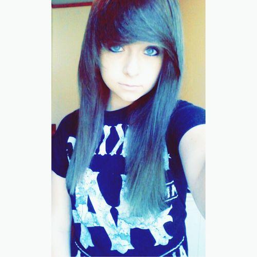 follow my Instagram!! @hey.its.amna.cx Scene Girl Kitty Emogirl Cuteteen Follow Me On Instagram Emo Cute Scene Selfie Emohair