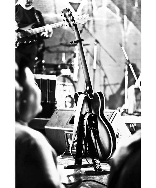 Concert Suae Rong Hai. Guitar Plek ByLeo Greasycafe Plek Concert Canon700D Music Guitar Beach ArmWatcharapong