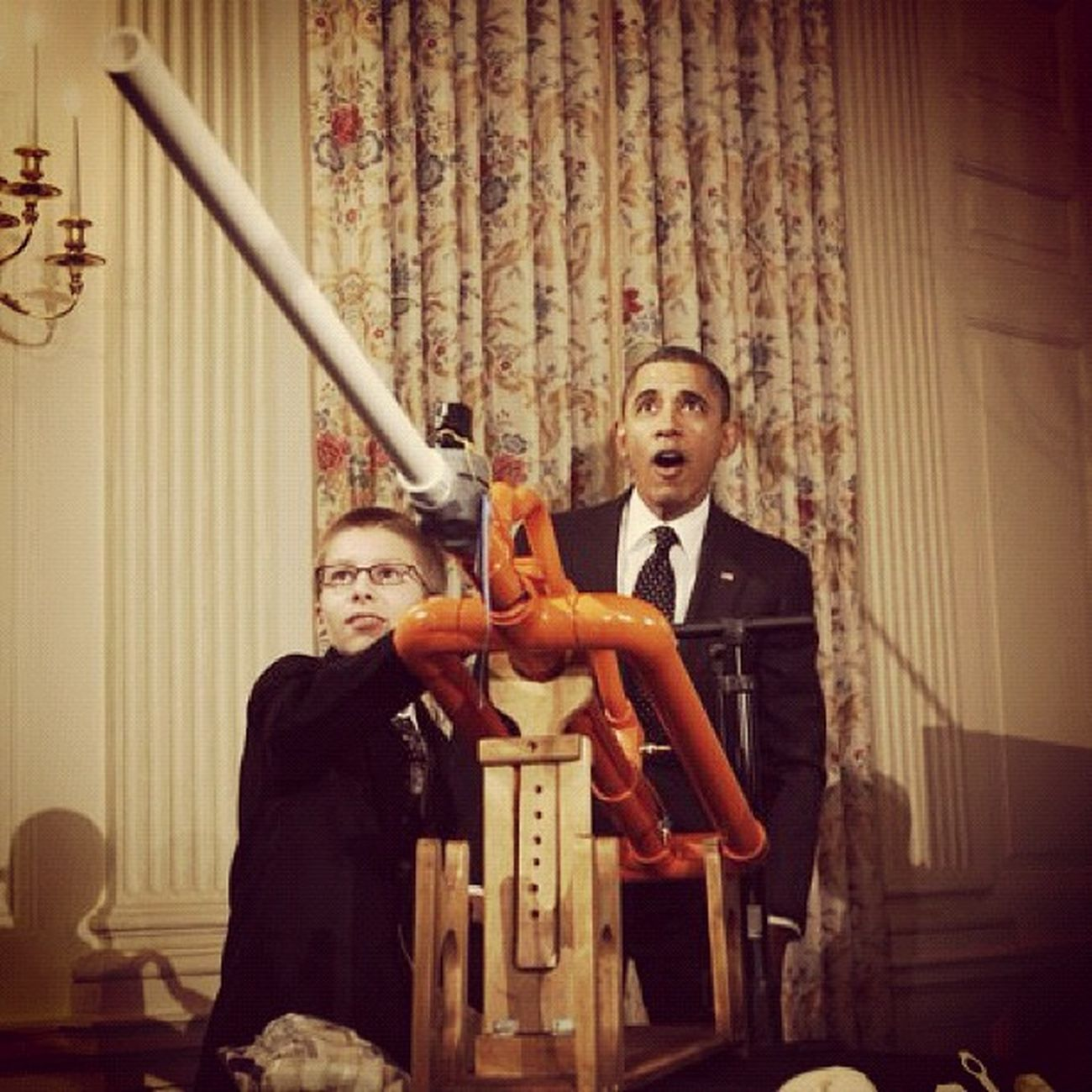 I love this. Science POTUS President Instagood Whitehouse Barackobama Instaclassic Unitedstates Kid Classic USA Excited Surprise Obama Project Washington