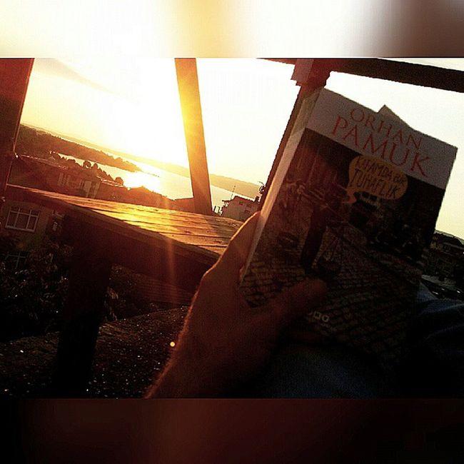 Günbatımı Sapanca çatıkatında Kitap okuyarak iftarı beklemek . gün batıyor az kaldı...