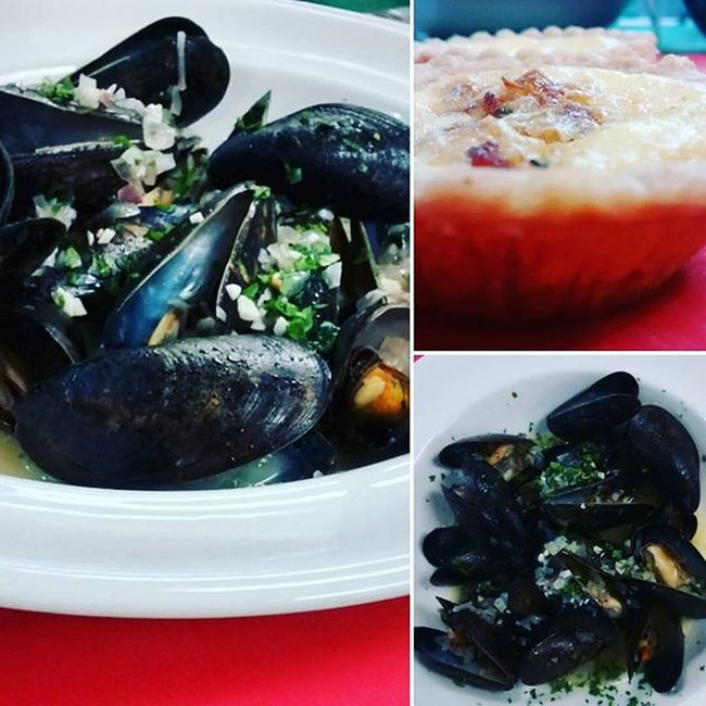 ~muscles cooked in wine with kish on the side~ Seafood Food Kish Plate Calinary Yummy