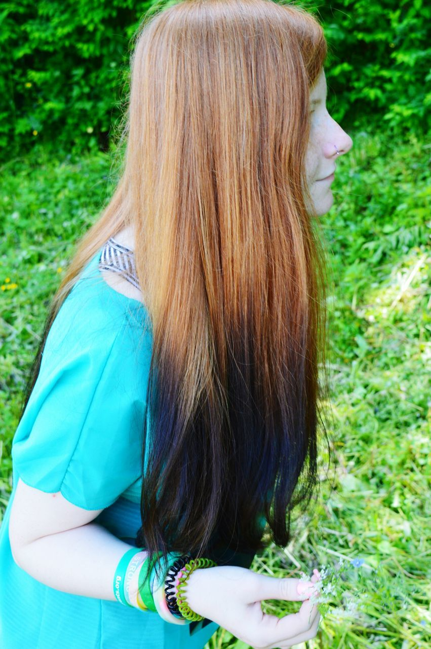 rear view, real people, long hair, one person, casual clothing, outdoors, day, lifestyles, women, leisure activity, grass, nature, blond hair, standing, tree